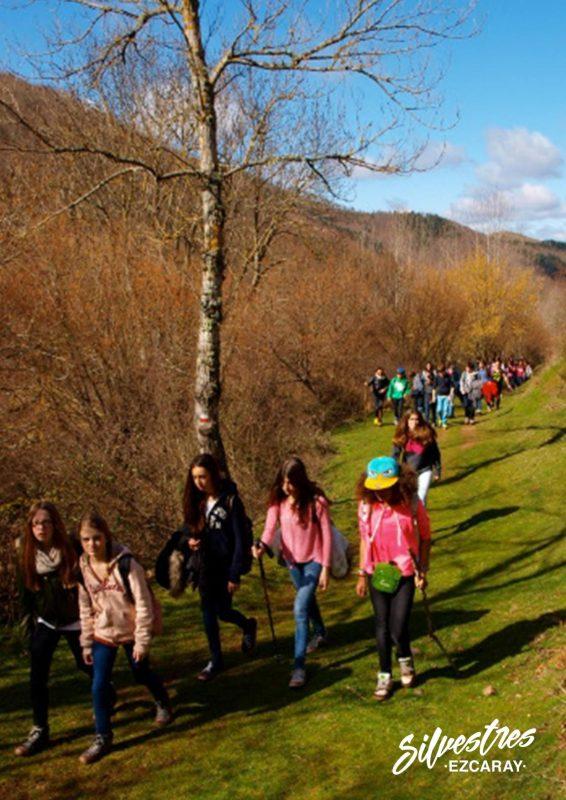 excursiones_actividades_con_colegios_en_ezcaray_senderismo_ñiños_familias_silvestres