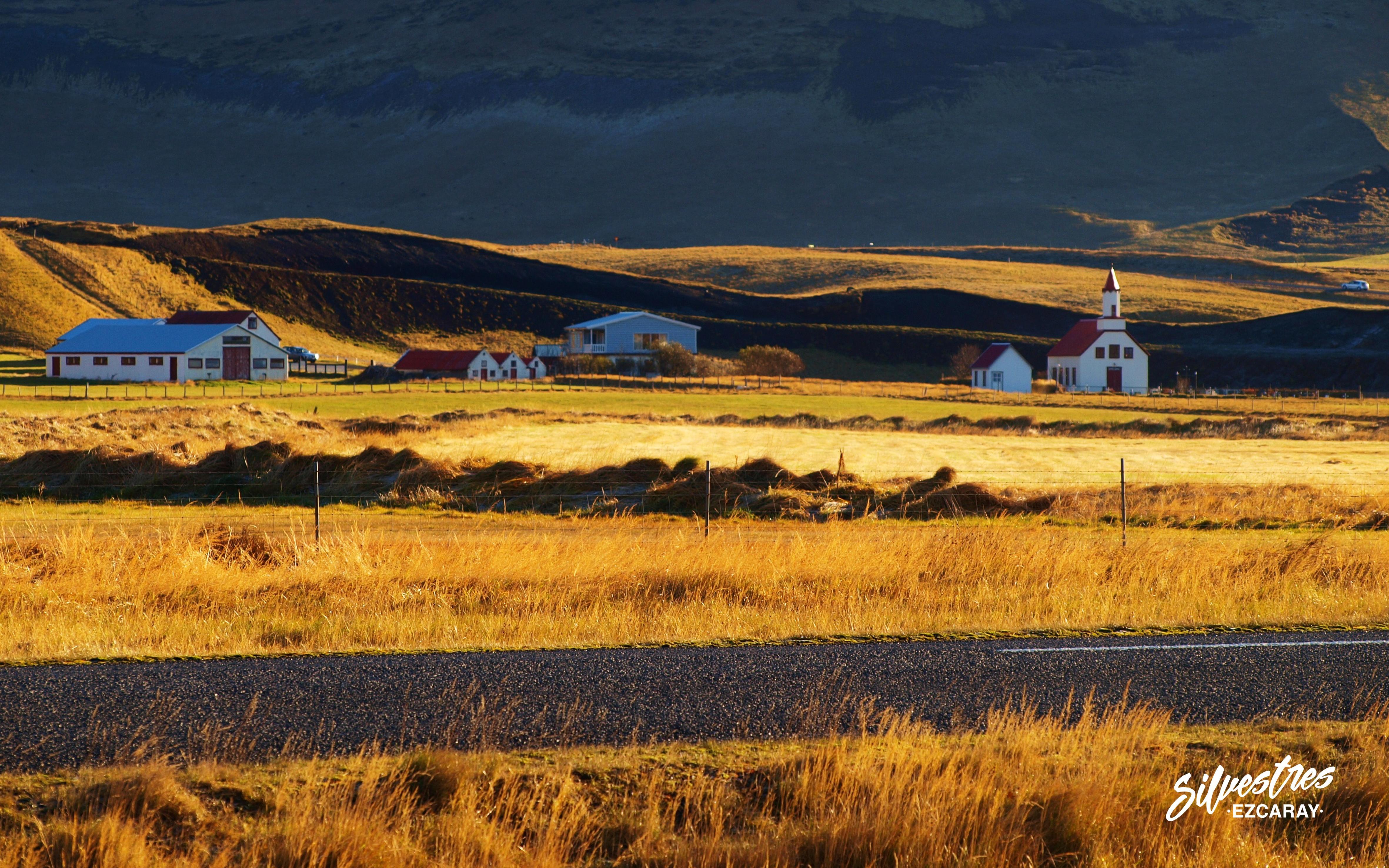 carreteras_roads_iceland_scenic_landscapes_granjas_farms_viajes_alojamientos
