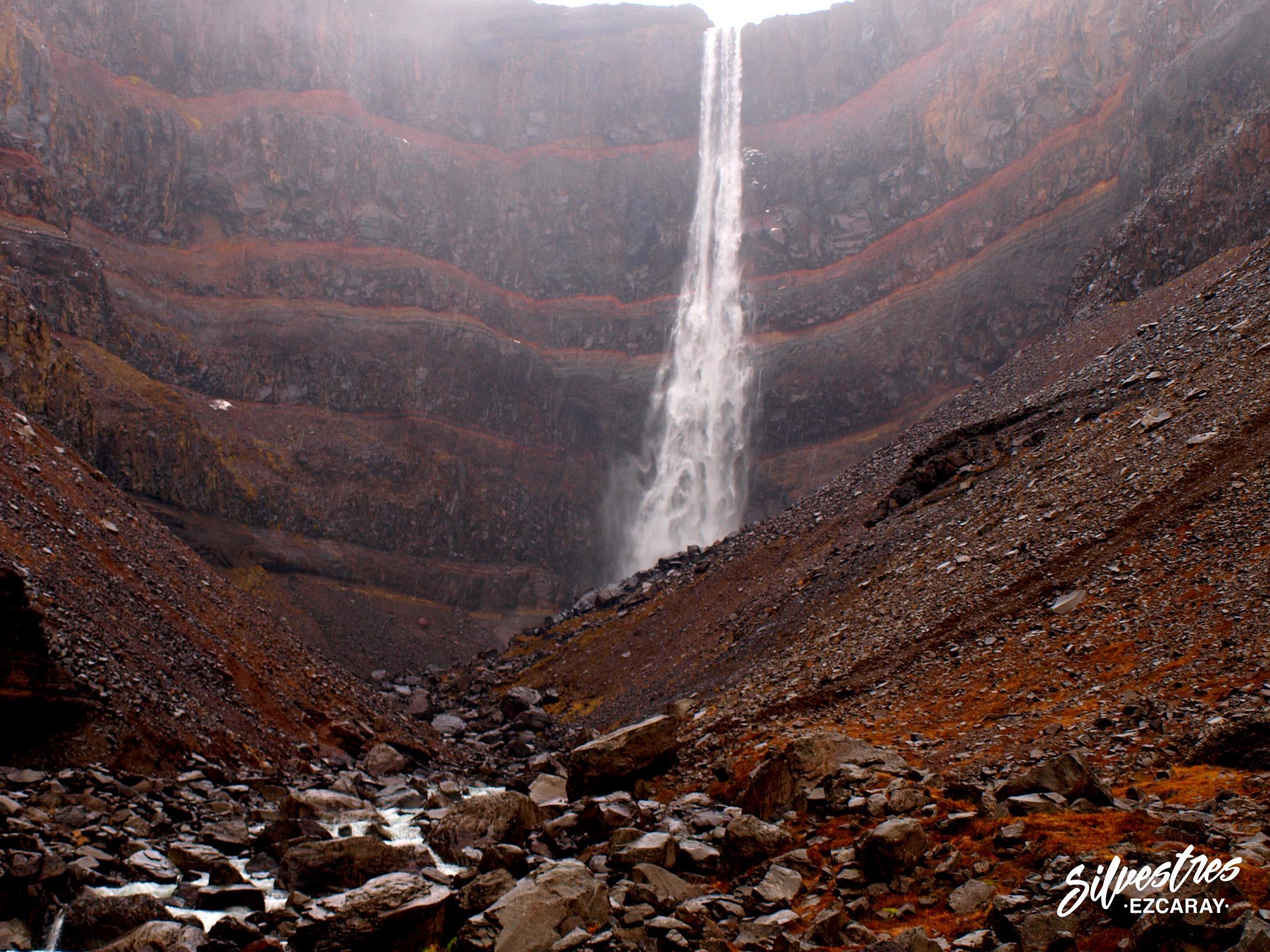 geología_islandia_cascada_hengifoss_geology_waterfall_iceland_estratos_rojos