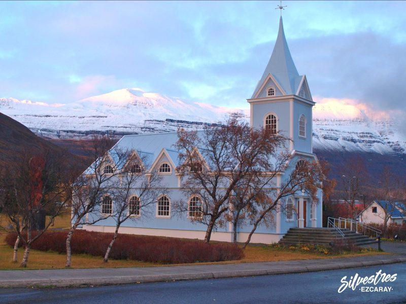 iglesia_pueblo_seydisjördur_viajar_islandia_lugares_encanta_que_visitar_ver