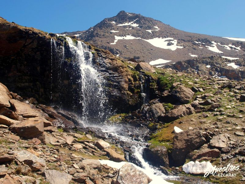 lavaderos_reina_rios_cascadas_glaciarismo_sierra_nevada_paisajes_senderismo_guia_montaña